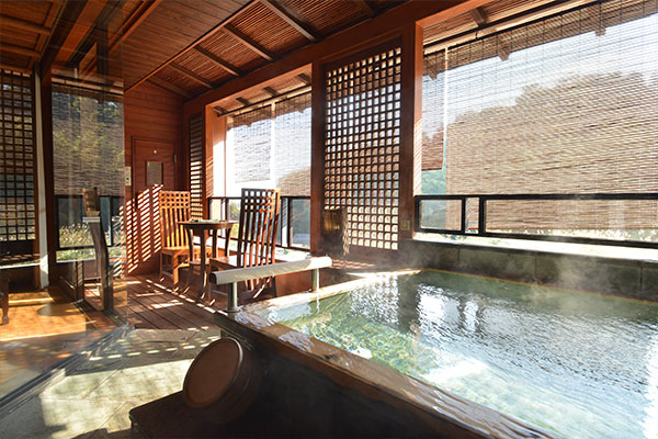 湯河原温泉 白雲荘 17室高級旅館